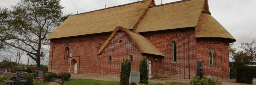 Kirche unter Reet Klanxbüll